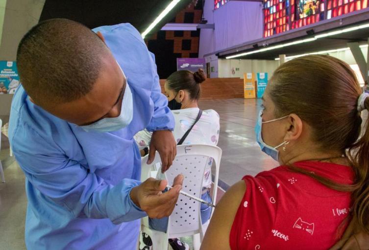 Vacunación anticovid en Medellín.
