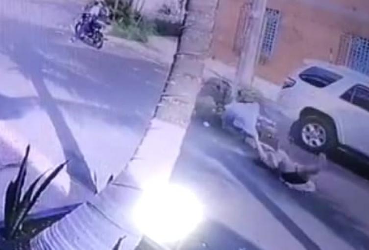 [video] fletero que arrastró a su víctima para robarle el celular en Medellín