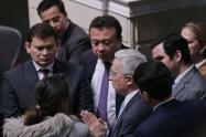 Bancada del Uribismo en medio de la sesión del Congreso.