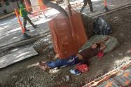 Habitantes de calle aprovechan el retraso en las obras para armar cambuches
