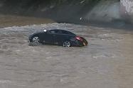 Vehículo que cayó al río Mededellín