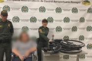 Mujer camufló droga en su silla de ruedas.