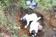 Por el estado del cadáver, por lo menos llevaba enterrado cerca de tres meses, señalaron las autoridades.