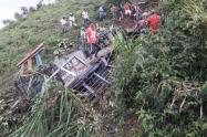 Bus escalera rodó 200 metros en Betulia