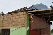 Por el vendaval, 57 viviendas se destecharon.