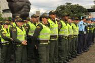 Grupo de la Policía contra el transporte ilegal en Medellín