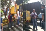 Un camión, un taxi y una moto estuvieron involucrados en éste incidente.