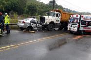 Dos personas muertas y dos heridas, dejó un aparatoso accidente de tránsito, entre Caldas y Amagá