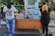 Cogieron a dos ladrones cuando robaban dos mil cajetillas de cigarrillos en Medellín