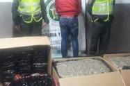 Las autoridades adelantan las investigaciones para determinar si esta persona capturada se encuentra al servicio de alguna estructura criminal.