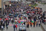 Centrales obreras y estudiantes marchando en Bogotá, el 25 de abril de 2019