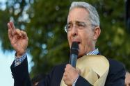 """""""Sáquenme"""", decía Uribe furiosos al ser abucheado por multitud en la Calera"""