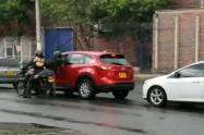 En video quedaron grabados fleteros que robaron a conductor en Medellín