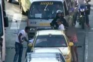Los delincuentes abrían las puertas de los carros y hurtaban a las personas.