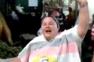 Entre abucheos y aplausos reapareció de la supuesta monja uribista