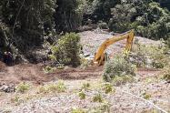 Remoción de material en la autopista Medellín - Bogotá