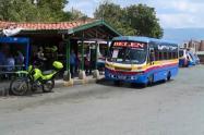 Un pasajero de un bus resultó herido en ataque de sicarios en Medellín