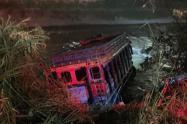Chiva cayó al río Medellín