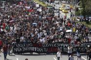 Más de mil personas marchan a esta hora por las calles de Medellín