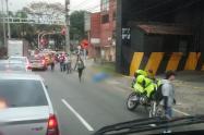 Hombre murió en extrañas circunstancias en la avenida Guayabal, Medellín
