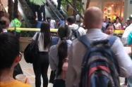 Incidente en escaleras eléctricas en centro comercial de Medellín