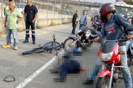 Un motociclista falleció al chocar contra un camión en el norte de Medellín