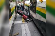 Debido a este choque la líneas de buses del Metroplús estuvieron suspendidas, señaló el Metro de Medellín.