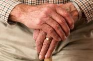Adultos mayores recibirán el incremento del subsidio a partir de abril