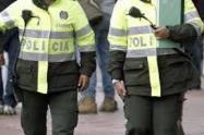Policías de Medellín que están en las calles adoptan medidas para prevenir el coronavirus