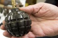 Mujer con una granada, encerró a dos policías en su casa y luego intentó incinerarlos