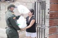 Policía Nacional entregó 400 mercados para personas vulnerables en Caucasia y Santa Fe de Antioquia