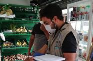 Habilitan línea telefónica para denunciar a comerciantes que abusan de la cuarentena en Medellín