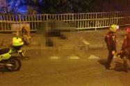 Lo mató a puñaladas y cuando escapaba se cayó de una terraza y falleció en Medellín