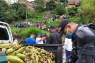 En tanquetas del ESMAD, la policía entregó 500 mercados en el occidente de Medellín