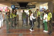 282 policías reforzarán la seguridad en el Metro de Medellín durante el inicio de labores durante la cuarentena.