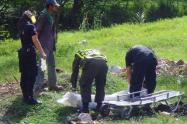 Este cuerpo llevaba abandonado por lo menos entre cuatro y cinco días a la intemperie, señalaron las autoridades.
