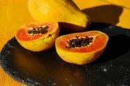Nobel de Química explora la enzima de la papaya para una cura a la COVID-19