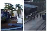 Familiares se llevan ataúd con su ser querido en Chocó
