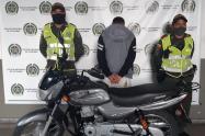 En persecución de película, dos ladrones se arrojan al río Medellín para evitar su captura