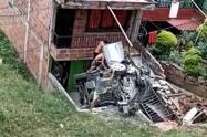 Vehículo particular chocó contra una casa en el barrio Manrique de Medellín
