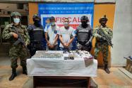 Con pistolas en mano, sorprenden a dos presuntos delincuentes en el barrio Guayabal de Medellín