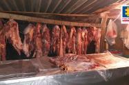 El grupo criminal se dedica a la comercialización de productos cárnicos en mal estado.