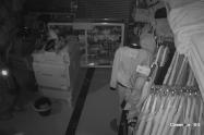 Ladrones no respetaron la cuarentena y se metieron a un almacén de ropa en Envigado