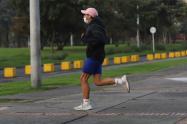 A joven de 26 años se le colapsó un pulmón por correr con tapabocas