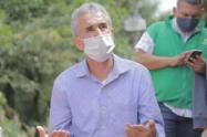 Suspenden por tres meses al alcalde de Copacabana, por presuntas irregularidades en el traslado de migrantes venezolanos