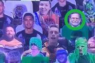 """Imagen de asesino en serie """"se cuela"""" en tribuna decorada con retratos de aficionados en Australia"""