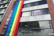 """Alcaldía de Chapinero instaló bandera LGBTI para el """"día del orgullo"""""""
