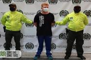 El detenido es señalado de perpetrar extorsión y desplazamiento forzado en Medellín.