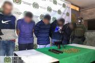 """Le encuentran una subametralladora a cinco presuntos integrante de la """"Agonía"""" en la comuna 13 de Medellín"""