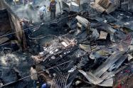 Tres personas con quemaduras de segundo grado y ocho viviendas destruidas, dejó voraz incendio en el barrio Nuevo Jerusalén de Bello